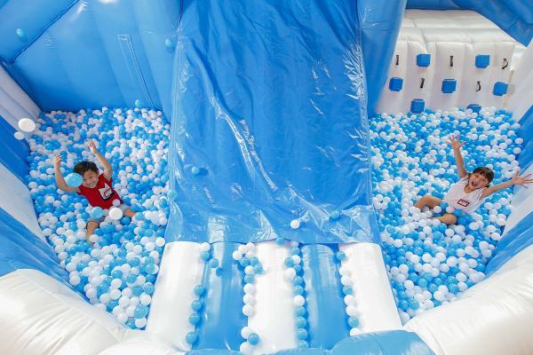 九龍灣全新Cookie Monster充氣滑梯波波池