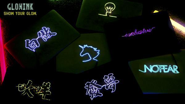 極具本土特色!發光霓虹燈+香港潮語電腦殼