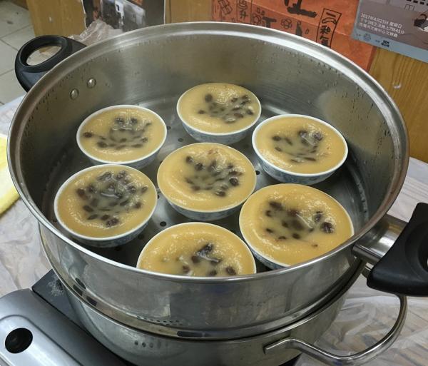 石硤尾周末熟食墟 16檔小食掃勻串燒、炸蠔餅、糖水!