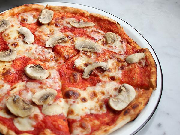 PizzaExpress 蘑菇薄餅 $50