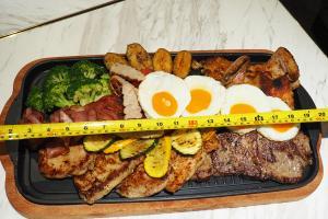 灣仔20吋長巨型鐵板扒餐 人均$83歎勻十款熱辣辣食品