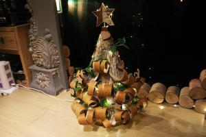 觀塘玩木工自製聖誕樹 情侶/閨密一齊整聖誕擺設!