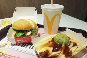 麥當勞冬日限定食品第2擊!三文魚菠蘿堡+牛油果蓉莎莎醬薯條