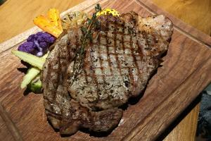 觀塘$228任食美國肉眼牛扒 配主食羊架/燒豬肋骨