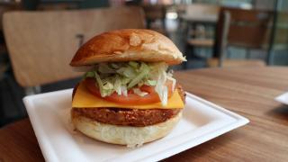 歐洲快餐店登陸九龍灣 4大招牌漢堡率先試