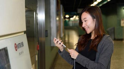 13個港鐵車站 增設免費充電服務