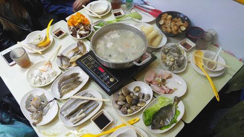食鮮甜鮑魚、象拔蚌、蟶子 佐敦皮蛋粥底海鮮鍋小店