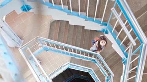 元朗又多個打卡位!七層高超美藍白旋轉樓梯