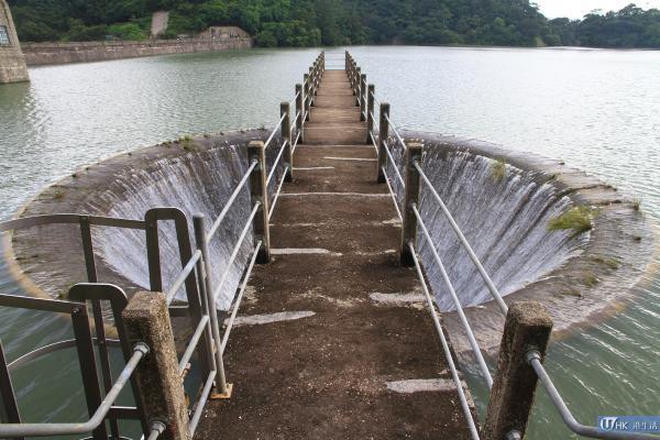 歷史建築「鐘形溢流口」,水塘滿溢時用作排水