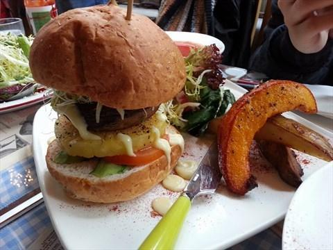 菠蘿大蘑菇素Burger