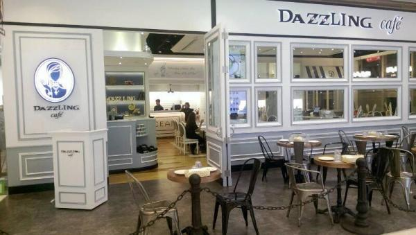 Dazzling Cafe  粉藍色調咖啡店(圖:FB@Dazzling Cafe 蜜糖吐司專賣店 Hong Kong)