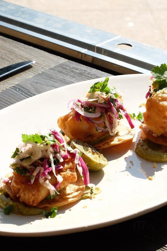 越式炸魚墨西哥薄餅配青檸蒜泥蛋黃醬及卷心菜沙律