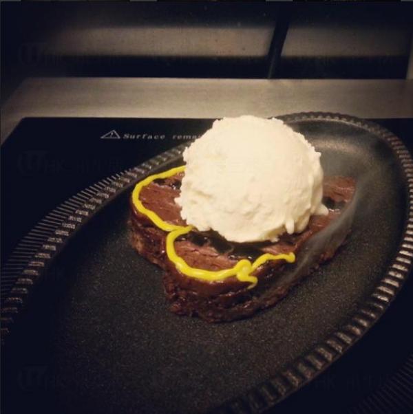 鐵板T-bone Brownies (圖:IG@Cafe Yawn)