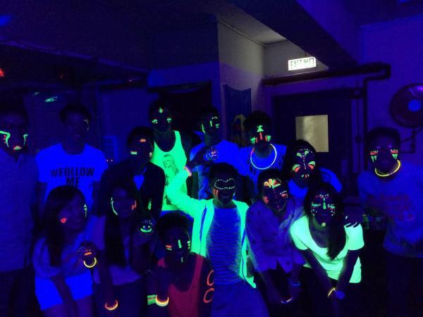 Blacklight Dodgeball Party 工廈sharp爆熒光閃避球(圖:FB@Blacklight-Dodgeball)