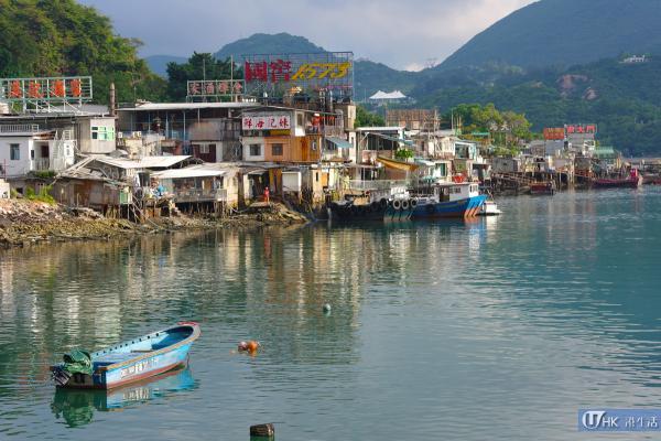 三家村的海鮮檔及小艇,相當有漁村風味