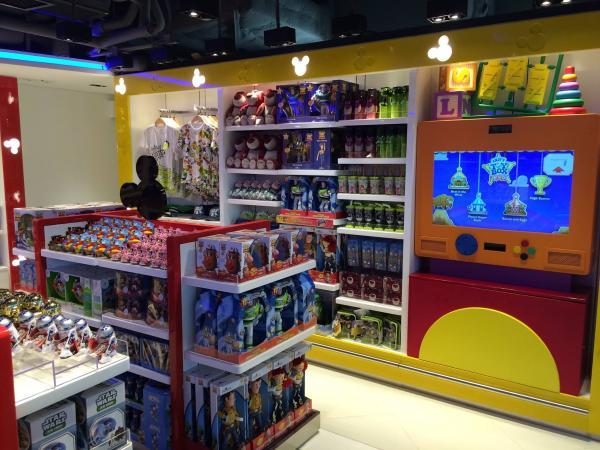 香港迪士尼樂園奇妙店(圖:FB@香港國際機場)