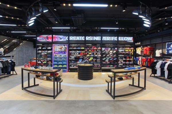 香港adidas旗艦店(銅鑼灣)