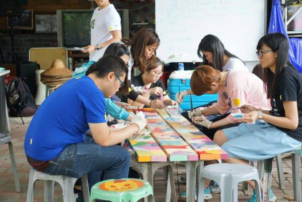 本地團體「義遊」曾在坪輋組織工作營,邀請世界各地的朋友一同為坪輋藝術村添上色彩。(圖片來源:FB@voltrahk)