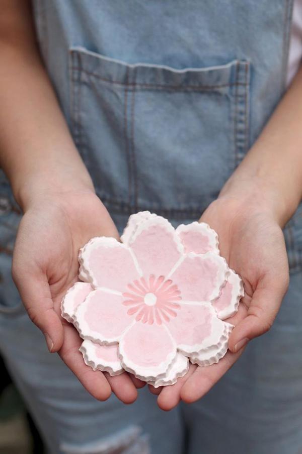「花語碟」陶泥製作的製成品(圖: fb@泥塵記 Lai Chan Kee)