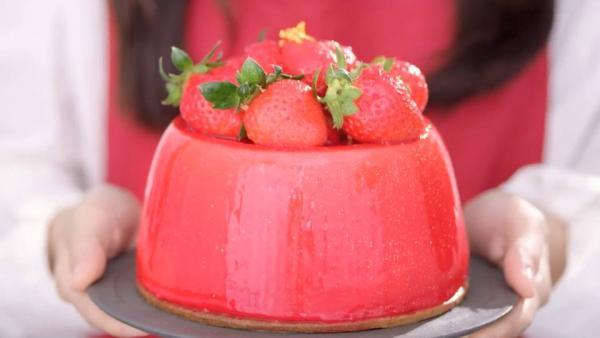 圍滿粉紅蛋糕粒粒!東海堂日本白士多啤梨系列
