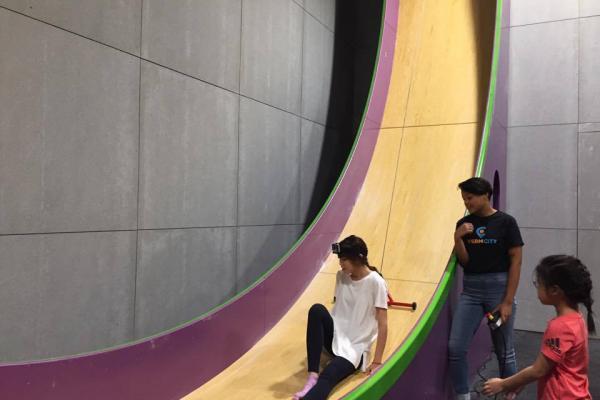 鰂魚涌新室內攀石場!6米高垂直滑梯+4米高梅花樁