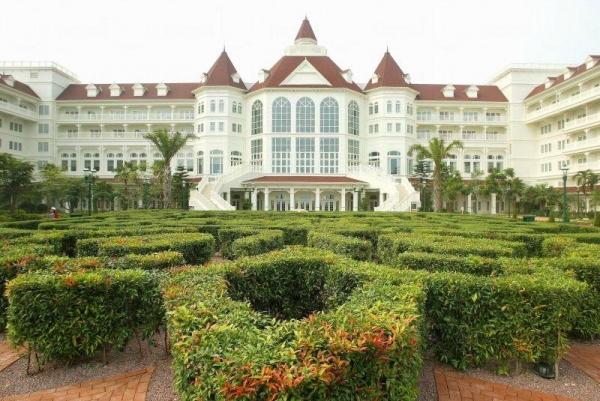 酒店的外觀像一座大城堡。