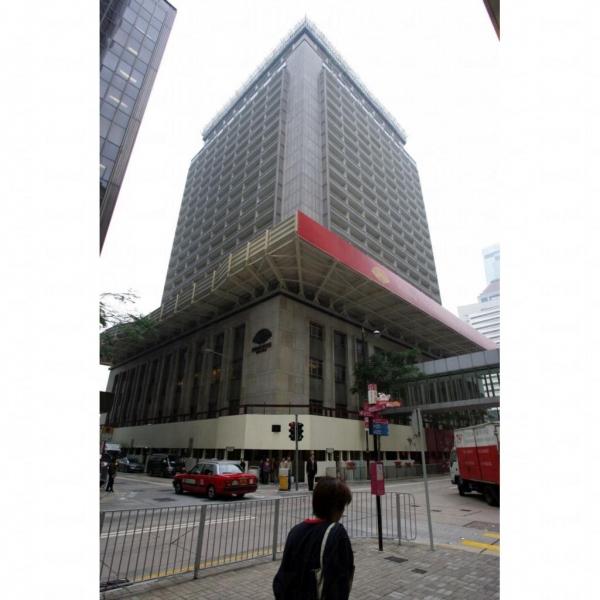 酒店位於繁華的市中心。
