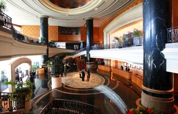 酒店大堂寬敞華麗。
