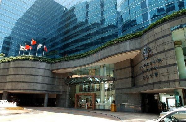 酒店大門設計簡約。