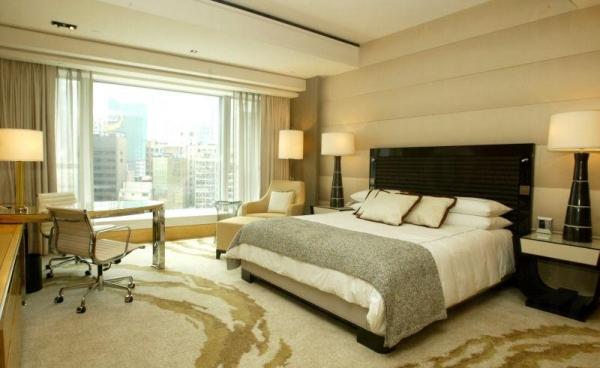酒店房間精緻華麗。