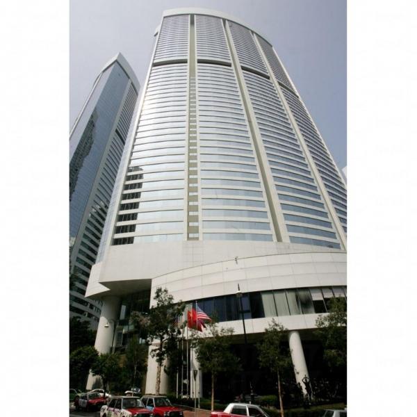 酒店外形像一座大型商廈。
