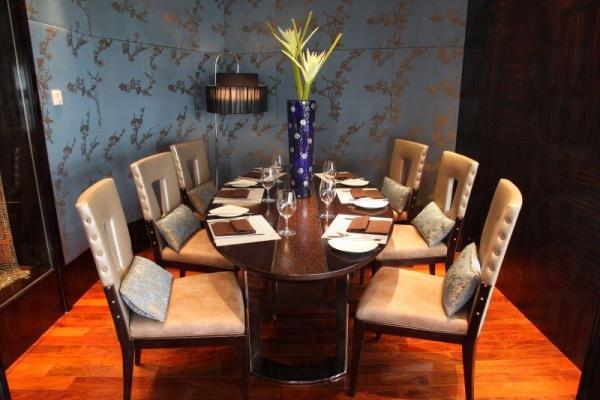 餐廳設計得舒適雅致。