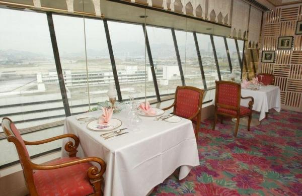 從酒店餐廳可看到舊啟德機場。