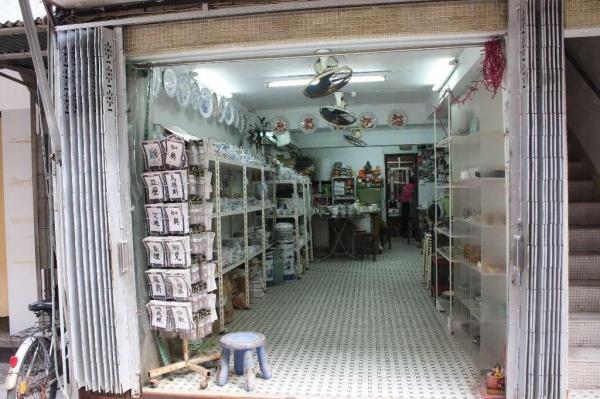 超記瓷器店內有各式瓷器出售。