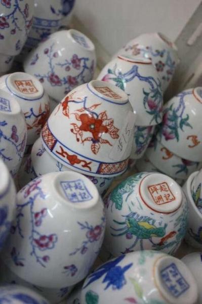 所有超記的製成的瓷器,都會印上「坪洲超記」4 字。