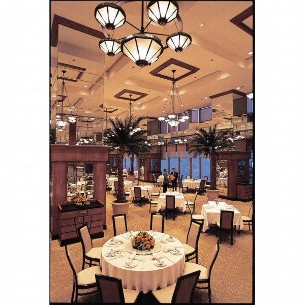 餐廳內部裝潢華麗。