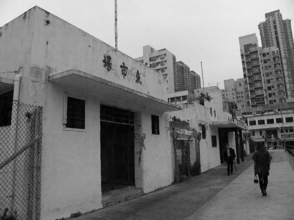 聯和市場於 2002 年起空置,從建築風格,可見當年的香港。