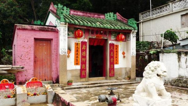 已有 200 年歷史的天后古廟,內有刻上光緒十二年字樣的香爐。