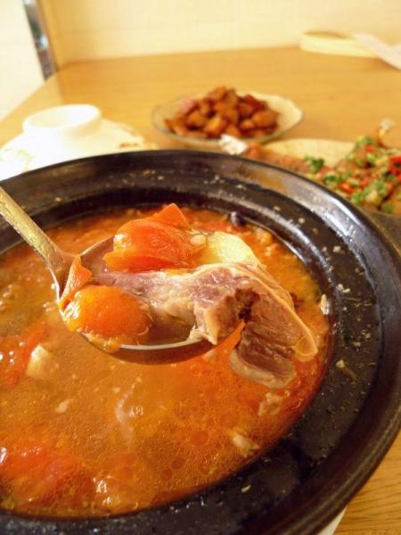 番茄胡椒牛腩煲,用上軟腍的清湯腩,湯底香濃鮮味,$ 68。
