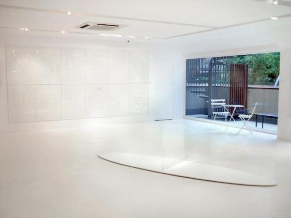 純白色的展廳符合 agnès b. 一貫作風。