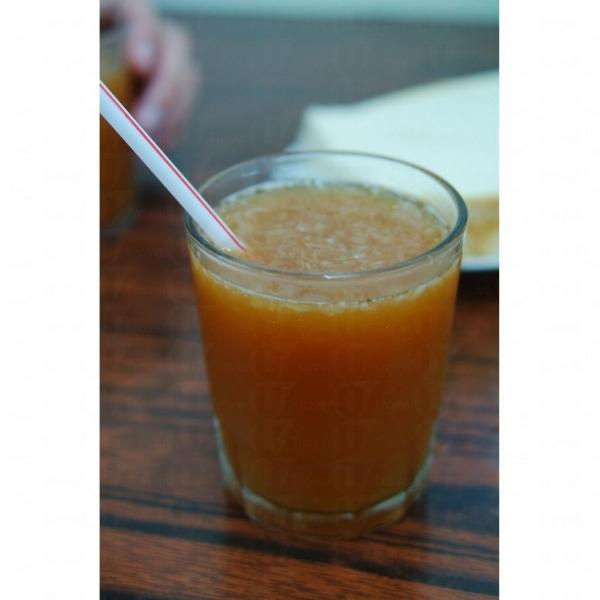 其記檸茶不會在杯子落冰,檸茶是真材實料的檸檬肉。