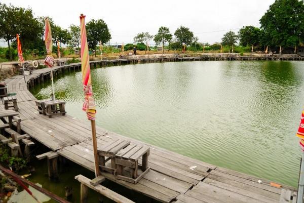 因為魚的數目多,因此在這魚場釣魚夠容易。