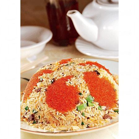 有名的蟹籽食神炒飯,用料豐富,材料用上了有蟹籽、鴕鳥肉、帶子粒、鮮魷和鹹魚蓉等,味道鮮甜。