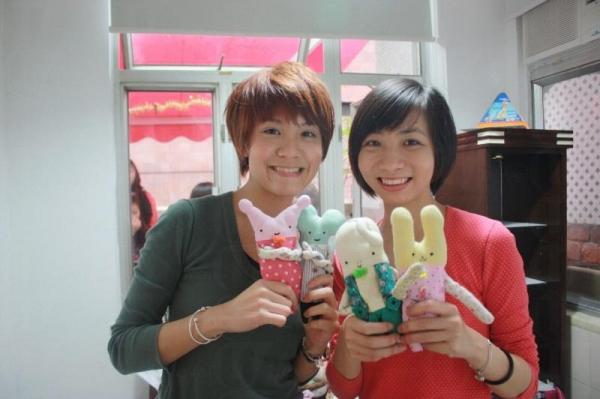 菠蘿雞的骨幹成員 Fion 與 Kinki 。