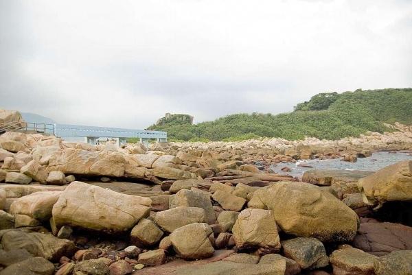 藍色的情人橋連結了石澳後灘及大頭洲。