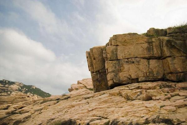 花崗石經億年侵蝕,形態各異。
