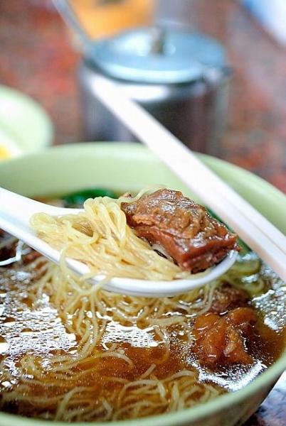 BB 開心茶座的拿手菜式-秘製牛筋腩麵,牛腩入口鬆化入味。