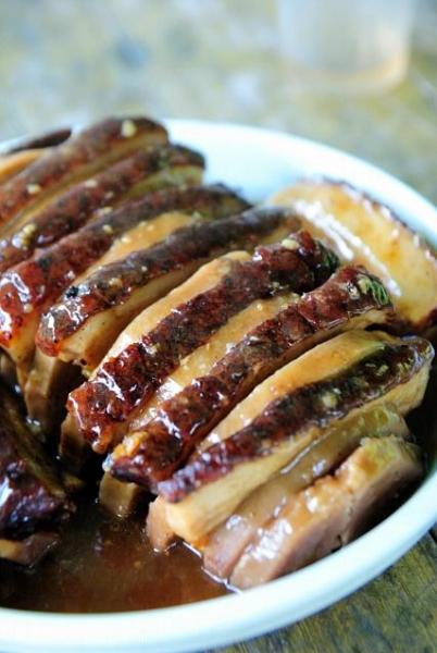 芋頭蒸扣肉,用柴火蒸,香軟入味。