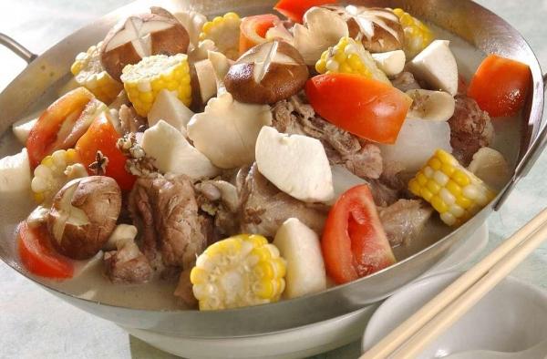 冬日熱門菜是四寶豬骨煲。