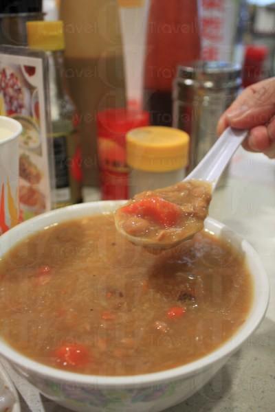 竹蔗茅根粥甜而不膩,是招牌粥品之一。